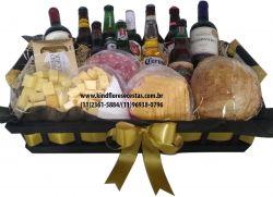 Cesta de Cerveja, Vinho, Chocolate e Queijos Sabores