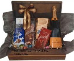 Cesta de  Champagne e Chocolate  Bau Luxo  Europeu